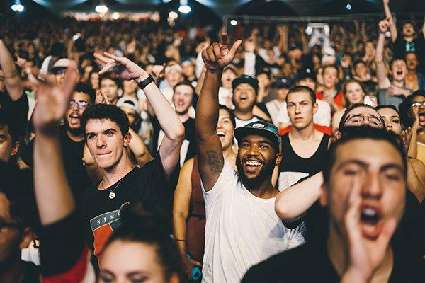celebrate good leaders | people cheering