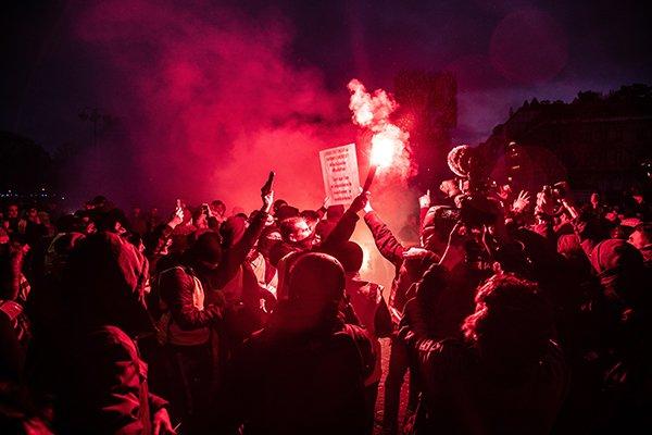 riot | peaceful riots