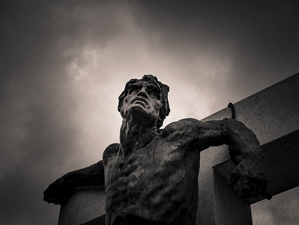pain | statue